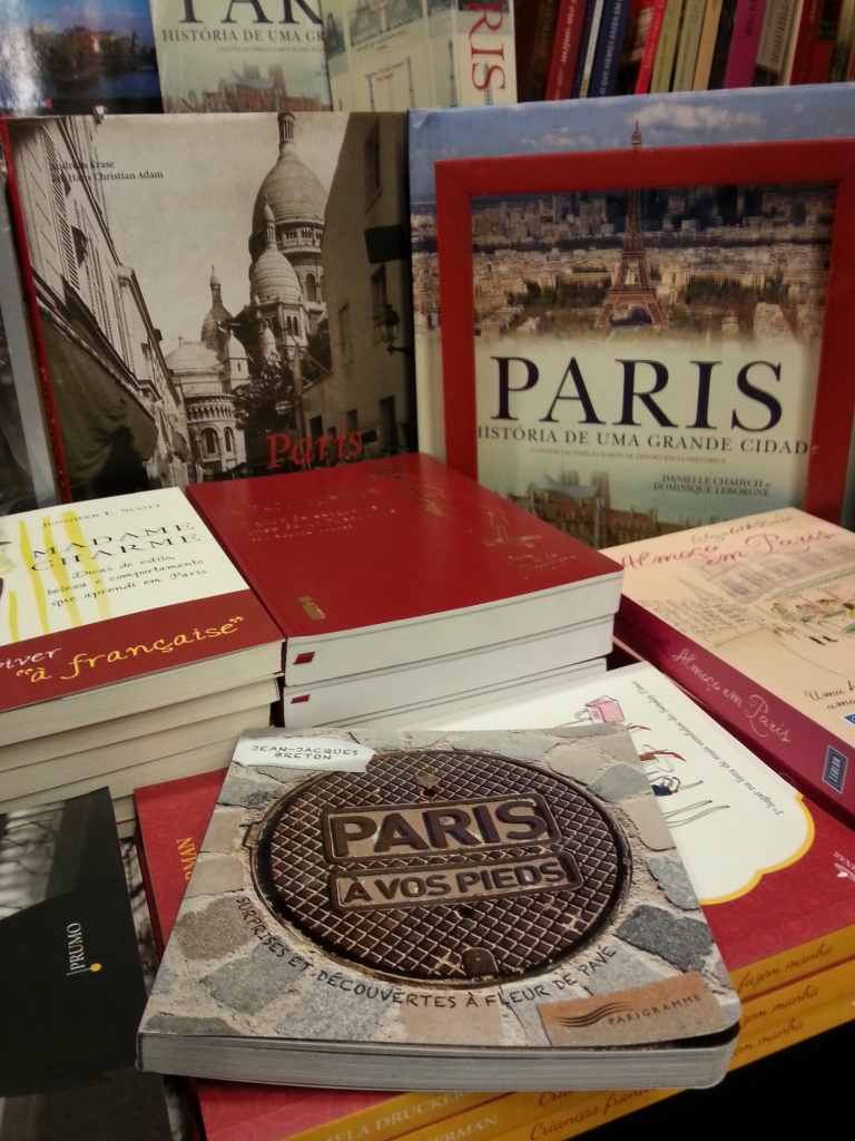 "I've been in a Paris fever lately! Loved this book ""Paris à  vos pieds"". Almost bought it!"